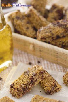 I croccanti ed energetici #flapjack (British oat bars) arrivano dall'#Inghilterra e sono a base di #fiocchi di avena e #goldensyrup: uno sciroppo simile al caramello! Da gustare ad un #brunch o da portare con sé come #spuntino, i flapjack sono irresistibili! #ricetta #GialloZafferano! #britishfood #britishrecipe #british #ExpoMilano2015
