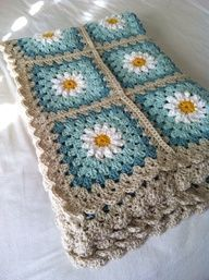 Daisy crochet afghan in turquoise and gray: (via tillie tulip - a handmade mishmosh: Photo tutorial of how to create the daisy)Daisy crochet blanket Love the colors, could do grey and two shades of purple for guest room. Daisy crochet blanket Love th Point Granny Au Crochet, Crochet Squares, Crochet Blanket Patterns, Knitting Patterns, Crochet Afghans, Free Knitting, Crochet Cushions, Crochet Blocks, Crochet Pillow