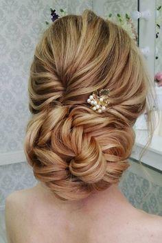 Beautiful and elegant bridal hairstyle ideas #weddinghair #updo #weddingupdo #eleganthair #weddinghairstyle #hairideas