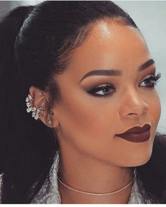 A whooole Queen Omg I'm like so in love with every Rihanna make up look Makeup Trends, Makeup Inspo, Makeup Inspiration, Makeup Tips, Make Makeup, Makeup Ideas, Rihanna Makeup, Rihanna Fenty, Rihanna Face