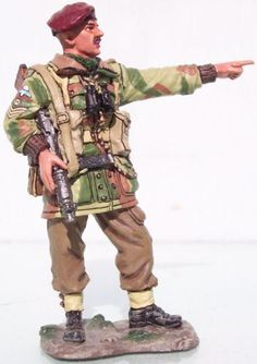 World War II British Army MG007 British Airborne NCO Pointing - Made by King and Country Military Miniatures and Models. Factory made, hand assembled, painted and boxed in a padded decorative box. Excellent gift for the enthusiast.