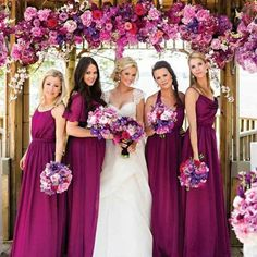 When the color of the dresses matches the flowers. :two_hearts::rose: . Via @rowellphoto .  #wedding #designerdress #photoideas #bridal #gown #photoftheday #instagood #instagown#beachwedding #bridesmaids #bridesmaidsdress #especialz #wedding #weddingideas