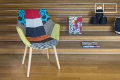 El sillón de Retazos es un sillón vintage escandinavo por las patas, y shabby chic por los patrones. Es un sillón que se vería elegante dentro de cualquier habitación del estilo vintage shabby chic.