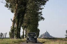 """""""Ma Deux Chevaux au Mont Saint Michel, quand j'avais fait une voyage Portugal – France - Portugal. J'ai parcourus en 2 semaines plus de 5.000 kilomètres, plein de pur plaisir au volant de cette petite voiture."""" ©João Ferreira"""