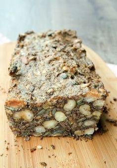 Einfaches und leckeres Low Carb Brot mit Nüssen und Saaten - Gaumenfreundin.de Foodblog