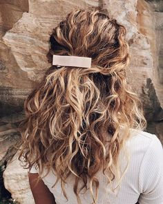 17 Beautiful Ways to Style Blonde Curly Hair curly hair styles 17 Beautiful Ways to Style Blonde Curly Hair Pretty Hairstyles, Easy Hairstyles, Blonde Curly Hairstyles, Formal Hairstyles, Natural Curl Hairstyles, Hairstyle Ideas, Cute Hairstyles For Summer, Wedding Hairstyles, Bridesmaids Hairstyles