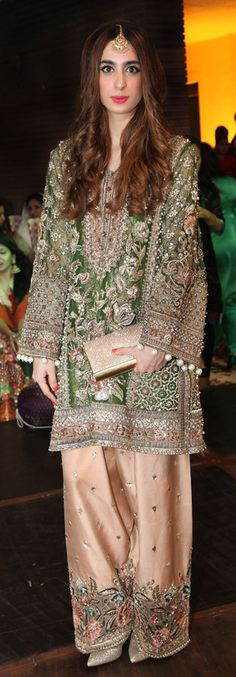 ideas party dress pakistani colour for 2019 Pakistani Wedding Outfits, Pakistani Dresses, Indian Dresses, Indian Outfits, Pakistani Gharara, Pakistani Party Wear, Eastern Dresses, Mehndi Dress, Pakistani Couture