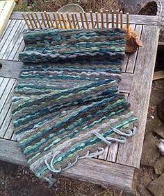 Peg Looms A Simple Way to Create Home Furnishings Ready Nutrition Loom Weaving, Tapestry Weaving, Hand Weaving, Rag Rug Diy, Homemade Rugs, Rag Rug Tutorial, Peg Loom, Weaving Projects, Knitting Projects