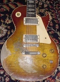 Risultati immagini per les paul heavily aged Guitar Pics, Music Guitar, Cool Guitar, Acoustic Guitar, Guitar Room, Gibson Electric Guitar, Gibson Guitars, Electric Guitars, Gibson Les Paul