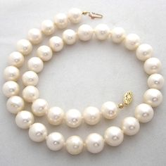 A pearl necklace for PREPPY DAY:)