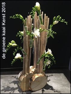 The range of workshops is always stated o .-Het aanbod van de workshops staat steeds vermeld o… – … The offer of the workshops is always stated o … – … - Modern Floral Arrangements, Flower Arrangement Designs, Beautiful Flower Arrangements, Beautiful Flowers, Deco Floral, Arte Floral, Floral Design, Ikebana, Flowers Wallpaper