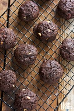 Double Chocolate Chunk Macadamia Nut Cookies (GF, DF, PALEO)  #LexisCleanKitchen