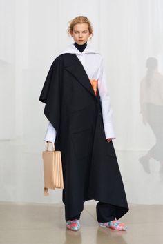 Jil Sander Pre-Fall 2018 Fashion Show Collection Catwalk Collection, Fashion Show Collection, Fashion Images, Fashion Trends, Autumn Fashion 2018, Vogue Russia, Jil Sander, Well Dressed, Urban Fashion