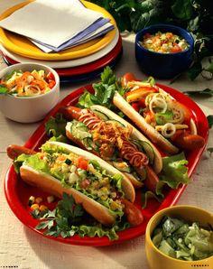 Unser beliebtes Rezept für Dreierlei Hot Dogs und mehr als 55.000 weitere kostenlose Rezepte auf LECKER.de.