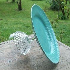 Cakeschaal gemaakt van een bord en een glas toch maar eens naar de rommelmart gaan voor zo,n groot glas, wel lijm nemen die niet los laat in water