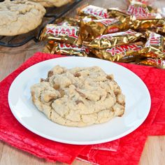 Chunky Twix Cookies {Sweet Pea's Kitchen} Great for leftover Halloween candy Yummy Treats, Delicious Desserts, Sweet Treats, Yummy Food, Tasty, Yummy Yummy, Twix Cookies, Pudding Cookies, Cookie Bars