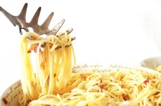 Zelf maken: Spaghetti carbonara Spaghetti, Healthy Recipes, Healthy Food, Pretty Pictures, Tableware, Ethnic Recipes, Om, Cute Pics, Dinnerware