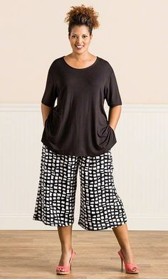 Stylish Plus Size Clothing for Women; Really like the bottom--top needs to be more form fitting. Stylish Plus Size Clothing, Plus Size Fashion For Women, Plus Size Women, Plus Size Outfits, Looks Plus Size, Look Plus, Curvy Fashion, Love Fashion, Shorts E Blusas