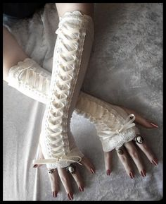 Porcelain Maiden Victorian Corset Laced Up Arm Warmers – Pale Ivory Lace & Ribbon – Vampire Gothic Tribal Goth Lolita Burlesque Bridal Cream by ZenAndCoffee Lolita Fashion, Gothic Fashion, Victorian Fashion, Look Fashion, Victorian Corset, Victorian Steampunk, Steampunk Corset, Bustiers, Gants Steampunk