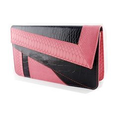 SheIn(sheinside) Red Black Crocodile Leather Clutch Bag (40 BRL) ❤ liked on Polyvore featuring bags, handbags, clutches, purses, red, color block handbags, red hand bags, colorblock purse, hand bags and red handbags