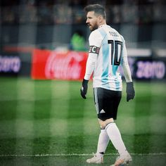 One and only messi -the king of football Messi Psg, Messi Vs Ronaldo, Ronaldo Football, Cristiano Ronaldo, Football Players, Neymar Barcelona, Messi Goals, Messi Argentina, Lionel Messi Wallpapers