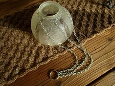 How to attach the chain and ring. I have created some of this with 99 cent stor Crafts attach cent chain created ring solar light crafts dollar arts stor Solar Light Crafts, Solar Lights, Solar Lamp, Solar Chandelier, Diy Luz, Flea Market Gardening, Garden Globes, Outdoor Crafts, Outdoor Decor