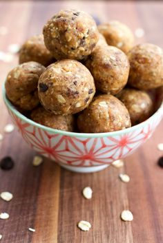 Chocolate Chip Peanut Butter Cookie Dough Protein Balls #vegan #glutenfree