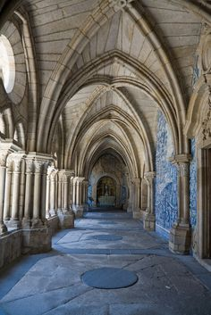 Azulejo tiles walls in Oporto Cathedral, Portugal Braga Portugal, Spain And Portugal, Portugal Travel, Gothic Architecture, Historical Architecture, Amazing Architecture, Medieval Castle, Place Of Worship, Architectural Elements
