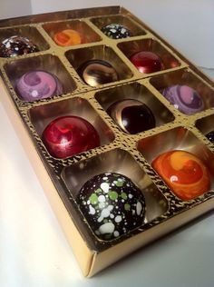 Didn't know Dark Chocolate can look so colorful and yummy!