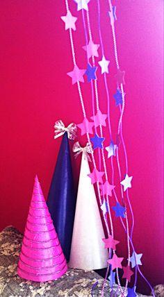 Decoracion navidad hecha con papel y triqueles de estrella