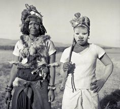 A sangoma is a practitioner of herbal medicine, divination and counselling in traditional Nguni (Zulu, Xhosa, Ndebele and Swazi) societies of Southern Africa (effectively an African shaman). Xhosa, African Culture, African Life, World Religions, Wise Women, Shades Of Black, Herbal Medicine, Healer, Princess Zelda