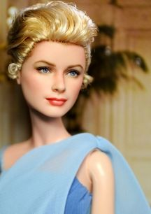 *GRACE KELLY ~ Celebrity Dolls by Noel Cruz list [The body looks anorexic & unreal; neck too long? Pretty Dolls, Beautiful Dolls, Madame Alexander, Janet Jackson, Michael Jackson, Diva Dolls, Dolls Dolls, Art Dolls, Celebrity Barbie Dolls