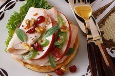 Turkey Waldorf Salad Bays English Muffins, Sandwich Melts, English Muffin Recipes, Great Recipes, Favorite Recipes, British, Sliced Turkey, Good Healthy Snacks, Apple Crisp