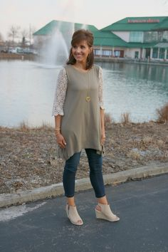 Casual Weekend Outfit For Women Over 40 - Grace & Beauty