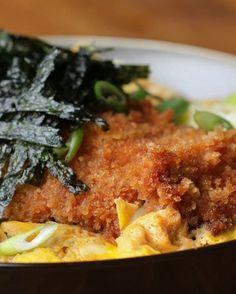 É bonito de se ver como ingredientes básicos, como frango, ovo e arroz, dão um jantar de respeito! Veja aqui o vídeo e a receita.