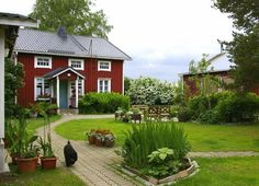Rural Ostrobothnian farmhouse in Rudus, Finland Exterior Doors, Interior And Exterior, Old House Decorating, Tiny House Village, Swedish Cottage, Red Houses, English House, Cabins And Cottages, Porch Paint