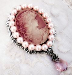 Victorian Brooch Pink Cameo Brooch Pin with Pearls // Gothic Lolita Brooch Lolita Jewelry Pastel // Aranwen Cameo Jewelry, Gothic Jewelry, Antique Jewelry, Vintage Jewelry, Cameo Necklace, Diy Jewelry, Silver Jewelry, Fashion Jewelry, Vanitas
