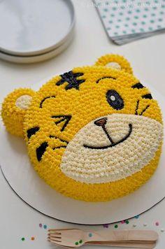 i heart baking!: qiaohu tiger cake I Heart Baking ! Cake Decorating Frosting, Creative Cake Decorating, Cake Decorating Videos, Birthday Cake Decorating, Cake Decorating Techniques, Decorating Ideas, Birthday Cake Designs, Cookie Decorating, Fondant Cupcakes