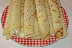 Clătite cu brânză dulce și stafide   Rețete Culinare Romanian Food, Deserts, Banana, Favorite Recipes, Ethnic Recipes, Martha Stewart, Romanian Recipes, Postres, Bananas