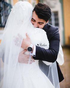Mai lagaunga gale se usko jo meri dhadkan sunegi,,, my future wife ❣️ Wedding Couple Poses Photography, Wedding Poses, Wedding Photoshoot, Wedding Couples, Wedding Ideas, Muslimah Wedding Dress, Muslim Wedding Dresses, Muslim Brides, Hijab Bride