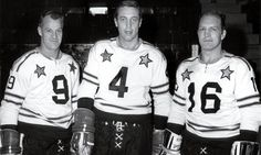 Howe, Beliveau and Hull, all star game. Rangers Hockey, Blackhawks Hockey, Chicago Blackhawks, Stars Hockey, Ice Hockey, Hockey Games, Hockey Players, Montreal Canadiens, Boston Bruins Logo