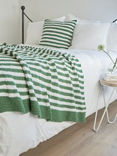Knitted Throw - Green &White