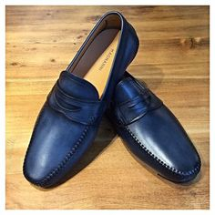 Custom Magnanni shoes are starting to land! Sock Shoes, Men's Shoes, Shoe Boots, Penny Loafers, Loafers Men, Brogues, Casual Leather Shoes, Casual Shoes, Mocassins Luxe