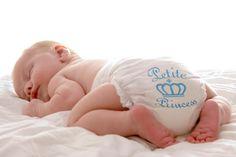 Pañales impresos ideales para las primeras fotografías de los bebes. Talla 3-6 kg. Caja con 5 pañales impresos de alta calidad. Nuestros pañales so...