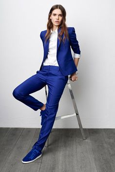 Androgynous Wedding Dress Ideas for a Quirky Wedding Androgynous Fashion, Tomboy Fashion, Office Fashion, Fashion Outfits, Prom Outfits, Tomboy Outfits, Elegantes Outfit Frau, Suits And Sneakers, Pantsuits For Women