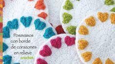 Corazones en relieve en el borde: posavasos redondos tejidos a crochet! ...
