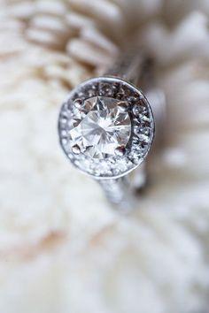 awesome Bague de fiançailles 2017 - Idée de l'anneau de fiançailles - diamant rond avec réglage de l'halo {Joanne Leung Photogr ...
