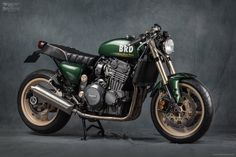 Cool Stuff We Like Here @ http://CoolPile.com ------- << Original Comment >> ------- Triumph Sprint British Racer Green by Mr Martini