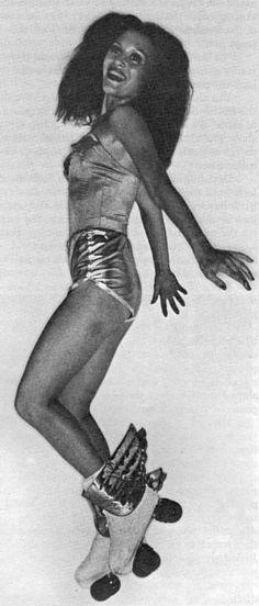 Miss Vintage Pop Culture: Roller Disco Look