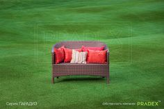 2-х местный диван Парадиз может стать центром любой зоны отдыха благодаря своему удобству. Его дизайн позволяет гармнично вписываться в различные интерьеры, именно благодаря этому он так приглянулся владельцам ресторанов и хозяевам особняков. #rattan #pradex #furniture #couch #мебель #прадекс #ротанг  #диван